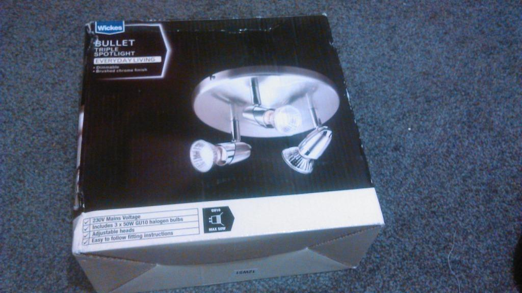 ceiling lights brand new in box wickes bullet triple. Black Bedroom Furniture Sets. Home Design Ideas
