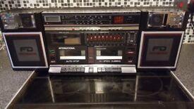 Vintage 80's Ghettoblaster / boom box, component system, FM Radio, Twin cassette deck, EQ and clock!