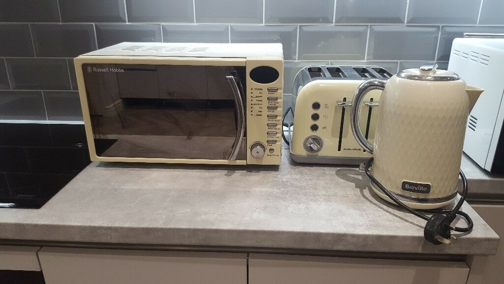 Cream Microwave Toaster And Kettle Set In Howden East