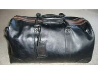 LARGE LEATHER LOOK WEEKEND /SPORTS HOLDALL WITH SHOULDER STRAP