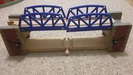 Wooden Trains et Bridge Thomas, Brio