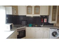 LARGE 4 BED FLAT TO LET IN KIRKSTALL WITH PARK VIEWS LS4 2SX**