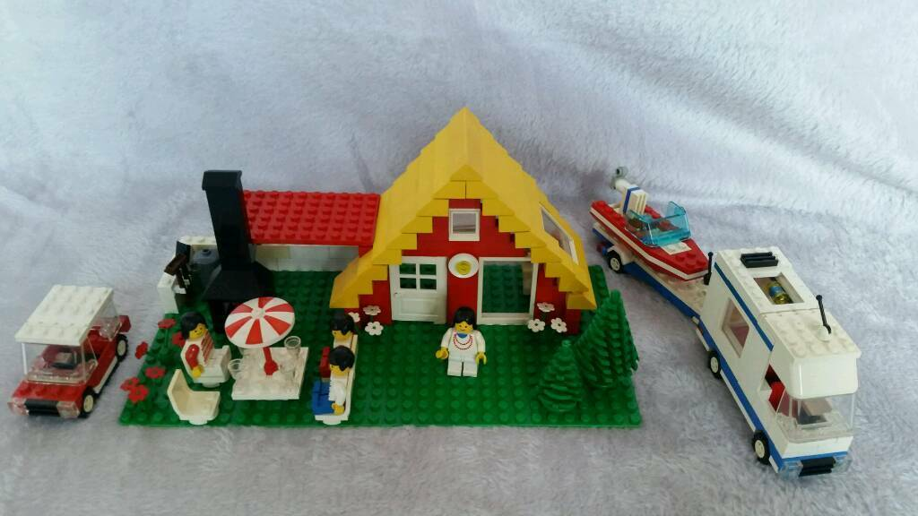 Vintage Lego 1472 Holiday Home 1987 Minifigs Car