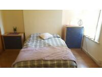 Twin Room/ Double Room £175pw | Private Kitchen | Weekly Payment | In Zone 2