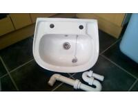 Small white bathroom sink basin *ideal for ensuite or cloakroom bathroom* good condition