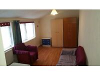 *STUDIO FLAT NEAR TOWN CENTRE*