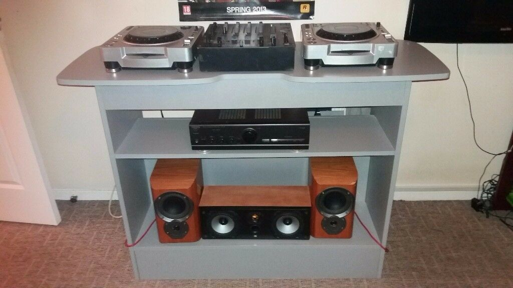 dj stand for cdjs and turntables