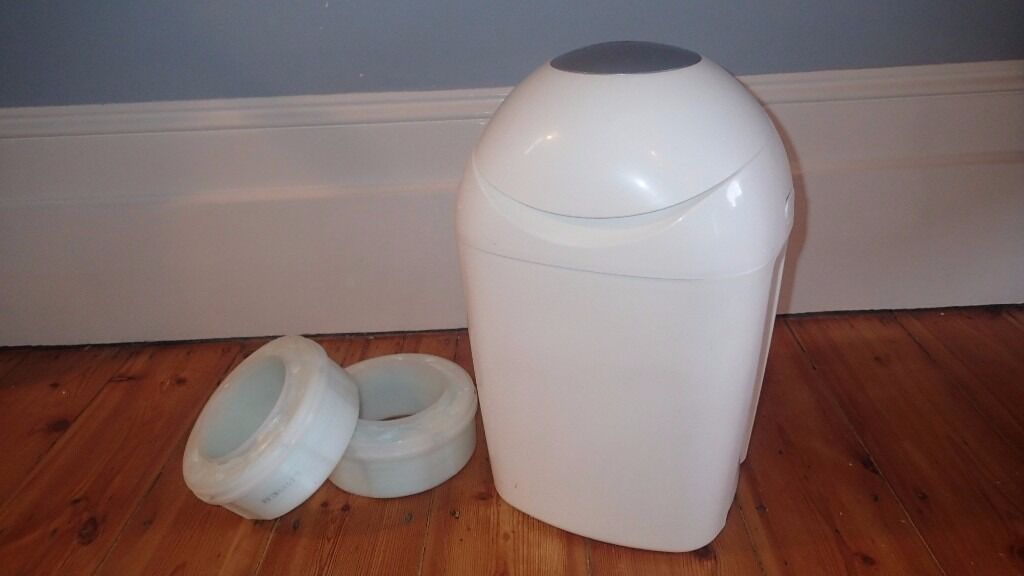 Tommy Tippee Sangenic Nappy Bin with two full cartridges