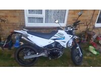 Sinnis Apache 125cc White only 315miles (505km) basically new. Full toro exhaust system £1350