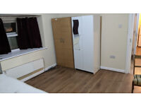 Beautiful 3 Bedroom Flat style accomodation with Parking and Garden with Bills £1500