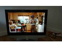 """Samsung 32"""" HD LCD TV with built-in Freeview"""