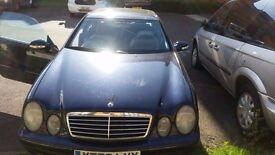 Navy Blue Mercedes-Benz C class for £2700