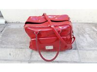 RED PATENT EFFECT TRAVEL BAG