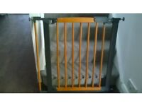Babydan Stair Safety Gate in Wood Finish. Good condition - Instructions supplied