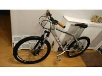 Saracen Mountain bike disc brakes