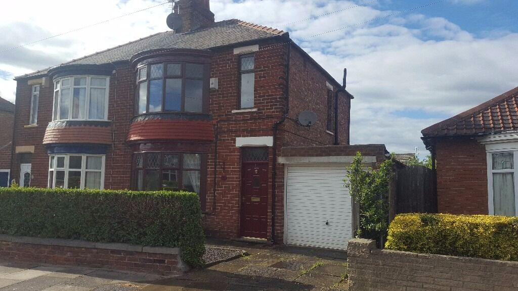 Beautiful 3 Bedroom Semi Detached House On Abdale Avenue With Front And Rear Garden Garage