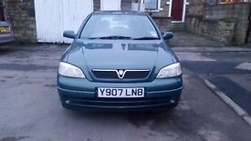 Vauxhall Astra 1.6 Club in Green. Automatic.
