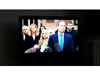 Television 32 inch LCD screen in EXCELLENT condition