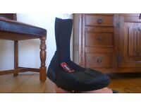 O Neill Epic 5mm Neoprene wetsuit booties 8 UK.