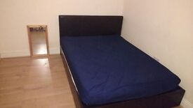 2 large double/king size rooms available 5 mins from ilford and Gants Hill station