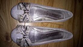 Beaded Bow Silver Pumps - size 4