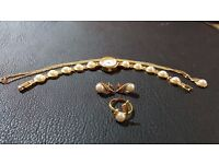 Gold And PearlAccessory Set in Good Condition