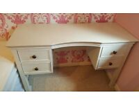 Oak dressing table for sale. Second hand, very good condition. Could do wth a coat of paint.