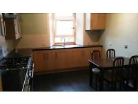 Spacious 2-bed southside flat with modern kitchen & bathroom *** near Queen's Park ***