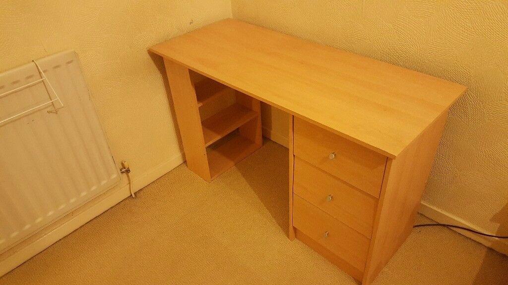 Beech effect desk
