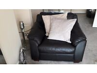 Very good condition black leather suite