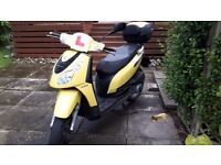 125 Piaggio Carnaby scooter. 2008