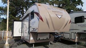 2017 Forest River Rockwood Signature Ultra Lite 8289WS