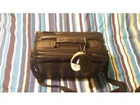 TARGUS ESSENTIAL ACCESSORIES FOR MOBILE COMPUTING BAG FOR SALE!