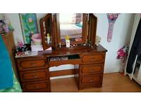 Dressing table with dressing table mirror included