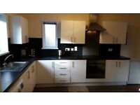 Newly refurbished 5 bedroom house close to University