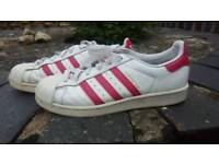 Adidas Superstars JuniorWhite/Pink (Size 5)
