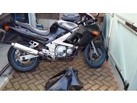 KAWASAKI ZZR 600 --SPARES OR REPAIR/STREETFIGHTER