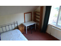 DOUBLE Room for rent in a attractive spacious 4 Bed house in Uxbridge near Brunel & Stockley Park D3