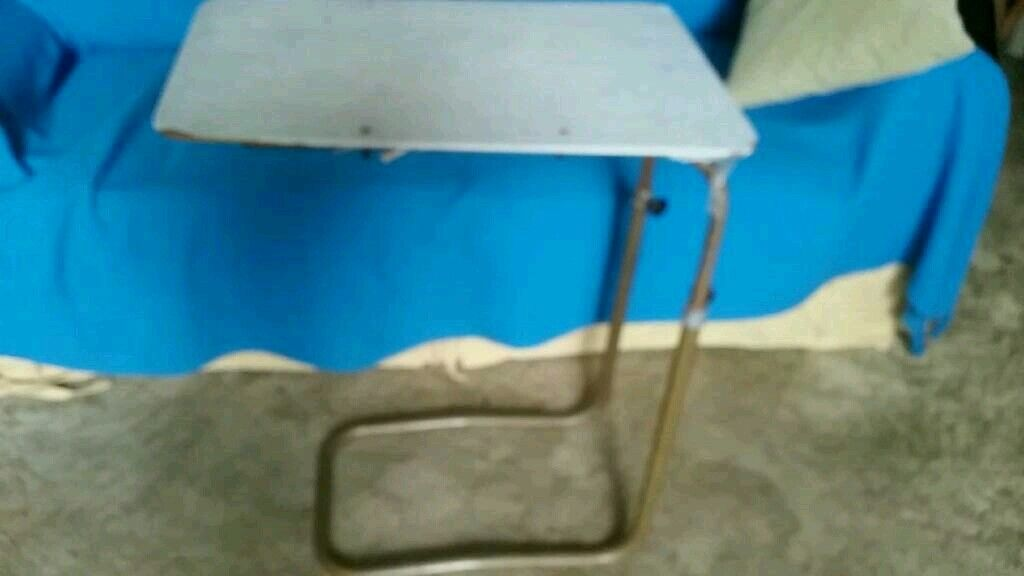 Bed/chair table