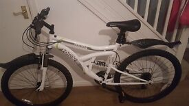 Brand new hybrid mountain bike with accessories