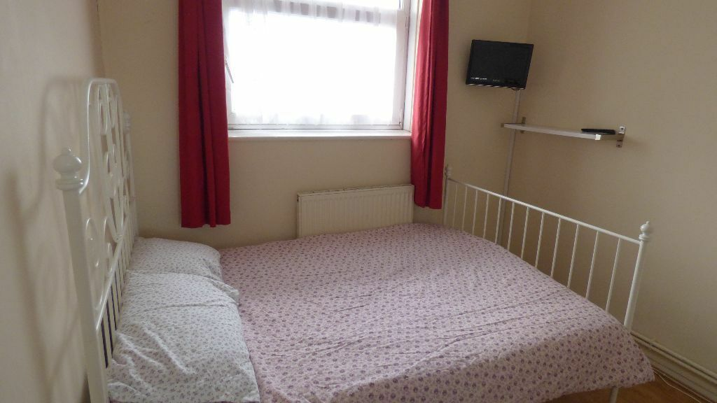 **DEVAS STREET**BOW**DOUBLE ROOM AVAILABLE**