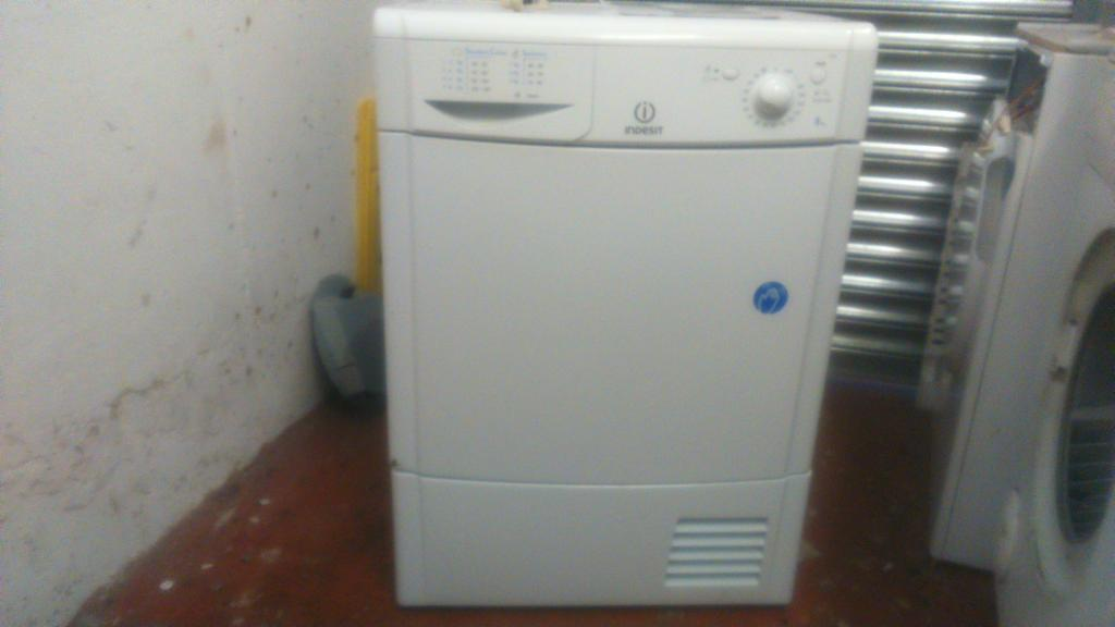 8KG INDESIT IDC85 CONDENSER REVERSE TUMBLE DRYER IN WHITE (WITH MANUAL)