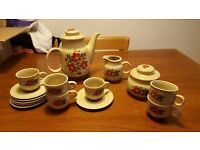 Expresso coffee set - 6 cups & saucers with large pot, milk jug & sugar bowl. Bargain!