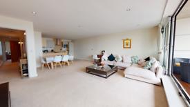 2 bedroom flat in Aegean Apartments, Western Gateway, London E16