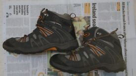 Mens walking / hiking boots size 8