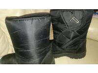 Snow boots adult size 8