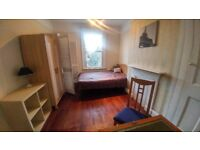 LARGE ROOM. Excellent location, friendly house, garden!