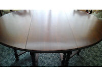 EDWARDIAN OAK DINING SUITE COMPRISING OVAL GATELEG TABLE, 2 CARVERS AND FOUR CANE-BACK CHAIRS
