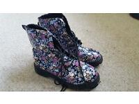 Girls/teens boots. Size 3