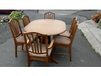 Extandable solid wood table with 6 chairs -very good gondition